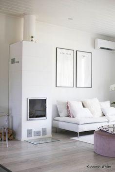 Takka ja syksyn puut hoidettu | Coconut White Gallery Wall, Coconut, Warm, Living Room, Blog, Home Decor, Homemade Home Decor, Blogging, Drawing Room