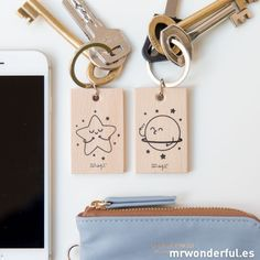 *MR. WONDERFUL® || 'Estrella y planeta' set of 2 keychains | Set de 2 llaveros 'Estrella y planeta'
