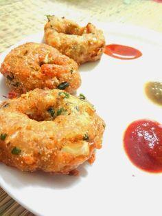 Your Everyday Cook: Quick crispy Bread vadas Read Recipe by Vegetarian Snacks, Savory Snacks, Easy Snacks, Yummy Snacks, Snacks With Bread, Veg Recipes, Indian Food Recipes, Cooking Recipes, Recipies