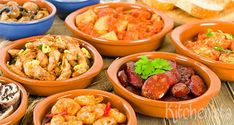 Tapas, pintxos and mojitos! Ready to eat and drink in Barcelona on the cheap. The best bars with free tapas. Enjoy Spanish cuisine for very little money! Tapas Dinner, Tapas Party, Snacks Für Party, Mezze, Best Tapas, Snacks Sains, Best Dishes, Catering, High Tea