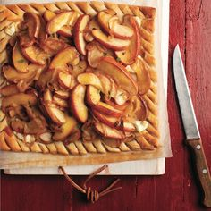 A savoury-sweet tart ripe with harvest flavours. Get this caramelized onion tart… Tart Recipes, Apple Recipes, Appetizer Recipes, Baking Recipes, Soup Recipes, Snack Recipes, Dessert Recipes, Vegetarian Recipes, Desserts