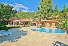 Bastide des Amandiers is een zeer mooie woning met een prachtige, tropische tuin op een priveterrein van 8800m2 en op 2 km van het centrum van Draguignan. De villa ligt in een luxe villawijk boven de ...