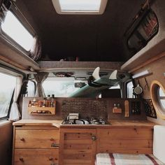 Sprinter van conversion interiors fresh 10 camper van kitchens with the cozy amenities of home - Savvy Ways About Things Can Teach Us Sprinter Conversion, Camper Conversion, Camper Life, Vw Camper, Van Life, Interior Trailer, Campervan Interior, Combi Hippie, Camper Van Kitchen