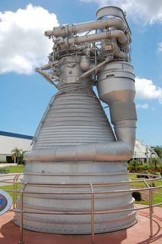 El fundador de Amazon encuentra los motores del Apolo 11 / Quiere rescatar al menos un F-1 del fondo del oceano