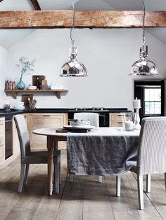 Lampen boven de keukentafel - Henley van Neptune #keuken