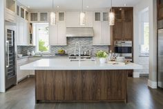 Kitchen Remodeling Trends With the beginning of we can predict some new kitchen trends. Residence creates existing you a few of those fads that will pop-up this year. Kitchen Design Trends 2018, Design Your Kitchen, Big Kitchen, Kitchen Designs, Kitchen Ideas, Kitchen Kit, Kitchen Floor, Hardwood Floors In Kitchen, Wood Kitchen Cabinets
