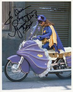 Batgirl / Yvonne Craig Auto