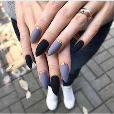 68 Trendy Nail Art Designs to Inspire Your Winter Mood winter nails; red and gold nail art designs. Uñas Kylie Jenner, Ongles Kylie Jenner, Red And Gold Nails, Red Nails, Hair And Nails, Black Nails, Black Almond Nails, Ongles Or Rose, Solid Color Nails