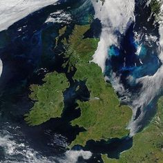 Uncommonly fair skies over the British Isles captured by @Nasa_eo on June 27 2018.   #repost @nasa_eo: Islands tend to have a lot of cloud cover thanks to the moisture all around them. Landmasses in middle latitudes also tend to be cloudier than other parts of the planet. And the intersections between different atmospheric circulation patterns can lead to a lot of cloud cover.  The United Kingdom and Ireland fit all of those categories and they are among the cloudiest places on Earth. Air…