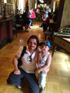 Christian Bale with 5 year old Jayden at Disneyland on Wed, Sept 5. Jayden is diagnosed with terminal bone cancer and his dream was to meet Batman. Christian flew him and his family out to California and they spent the day together at Disneyland. :)  :)
