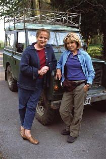 I love Rosemary & Thyme (Felicity Kendal and Pam Ferris) - so fun! Also: Murder mystery + gardening + grand dames of acting + Land Rover = a very English show Pbs Mystery, Mystery Show, Mystery Series, British Comedy, British Actors, Uk Actors, Tv Detectives, Bbc Tv, Bbc America