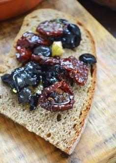 Kuchennymi drzwiami: Życie od kuchni,kawał zimowego chleba i śródziemno...