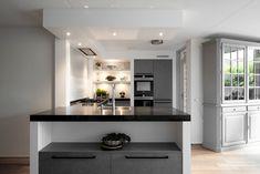 Grijze Moderne Keuken : 40 beste afbeeldingen van moderne grijze keukens middelkoop keukens