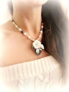 Mother of pearl flower necklace white freshwater pearl beaded