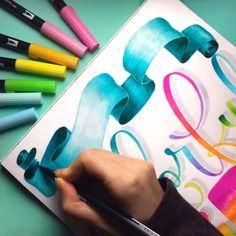 Learn how to make three fun, elegant banners in th Calligraphy Tutorial, Hand Lettering Tutorial, Hand Lettering Art, Brush Lettering, Fancy Writing, Ribbon Banner, Doodle Patterns, Bullet Journal Ideas Pages, Step By Step Drawing