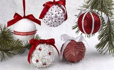 5 Bolas de natal personalizadas passo a passo Christmas Card Display, Christmas Ornaments To Make, Christmas Balls, Christmas Fun, Christmas Wreaths, 4k Wallpaper Download, Wallpaper Downloads, Diy Videos, Handmade Gifts
