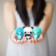 Free crochet pattern for these adorable Bonbon Bears!  These cute little teddies can be attached to keyrings and carried along wherever you go!