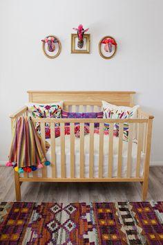 Une chambre d'enfant peuplée d'animaux fantastiques - Plumetis Magazine