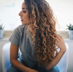 30 Cute best curly hairstyles ideas for trendy girls – save it and start reading to see us more about curly hairstyles ideas. Soft, shiny, silky and well-groomed h. Ombre Curly Hair, Brown Ombre Hair, Colored Curly Hair, Curly Hair Tips, Curly Hair Styles, Natural Hair Styles, Blonde Curly Hair Natural, Long Curly Haircuts, Permed Hairstyles