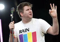 LCD soundsystem, DFA. James Murphy is just a cool guy who knows how to make EVERYBODY dance. Shame LCD are done now, were incredible. 4/5 on the Interest Index
