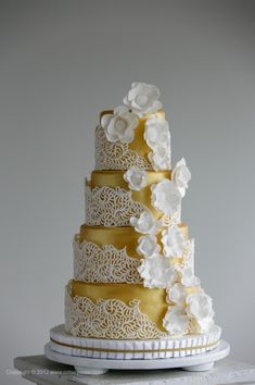5 Top Bakeries Share Their Favorite Wedding Cake Trends of the Year
