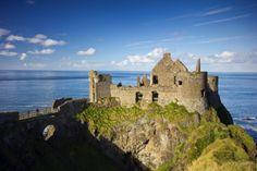 Irlanda, rovine di un castello sul mare