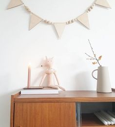 Neutral natural decor with my Lala loves decor wooden bunting #naturaldecor #interiordetails #midcentury #midcenturymodern