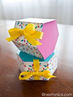 DIY: hexagonal gift boxes (free printable template)