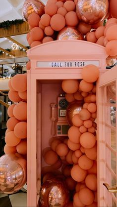 17 Cool And Simple Summer Party Ideas Impress Your guests - 2020 Decoration Restaurant, Mensa, Corporate Event Design, Orange Aesthetic, Event Styling, My New Room, Balloon Decorations, Event Decor, Party Planning