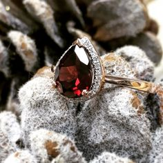 On this cold and fresh morning we are loving this vibrant garnet and diamond ring in a warming rose gold mount. Why could be more perfect for those with this January birthstone? www.robinsmopre.co.uk