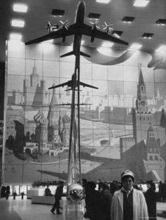 Model of 170 Passenger TU-114, in Soviet Pavilion, Brussels World's Fair プレミアム写真プリント