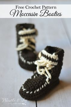 4da5088688c Free crochet pattern - keep your little one feet warm with winter with  these adorable moccasin