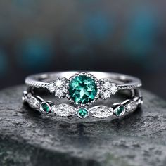 Beautiful Hand Crafted Luxe Princess Ring Set is now available!Fall in love with this breathtaking elegance of these luxe princess ring set accented with round-shape cubic zirconia shoulder stones with a matching second band. Emerald Birthstone Ring, Birthstone Jewelry, Set Fashion, Fashion Jewelry, Fashion Rings, Trendy Jewelry, Fine Jewelry, Vintage Fashion, Diamond Engagement Rings