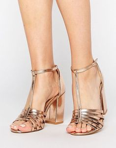 ad05ccfcdba30 New Look - Chaussures effet cage métallisées à talons carrés 35,99 € ASOS  Talon