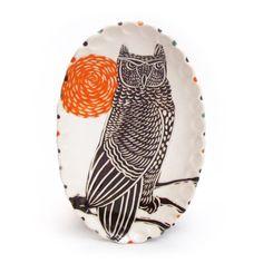 Porcelain owl dish by artist sue tirrell Ceramic Owl, Ceramic Tableware, Ceramic Clay, Ceramic Pottery, Animal Plates, Clay Studio, Pottery Plates, Effigy, Sgraffito