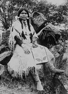 """A Klikitat woman. Photo: 1905.- The Klikitat are a tribe of the Pacific Northwest. A Shahaptian tribe, their eastern neighbors were the Yakama, who speak a closely related language. Their western neighbors were various Salishan and Chinookan tribes. """"Klikitat"""" is said to derive from a Chinookan word meaning """"beyond,"""" in reference to the Rocky Mountains. The Klickitat, however, call themselves Qwû'lh-hwai-pûm meaning """"prairie people""""."""
