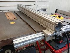 Table Saws Extrusion fence on Craftsman 113 - Woodworking Patterns, Woodworking Jigs, Woodworking Projects, Diy Table Saw Fence, Diy Fence, Craftsman Table Saw, Best Circular Saw, Aluminum Table, Tool Storage