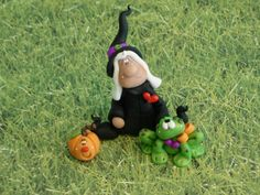 Polymer Clay Witch with Her Buddies Set - Figurines Halloween Clay, Halloween Crafts, Polymer Clay Dolls, Polymer Clay Projects, Fall Crafts, Diy Crafts, Jumping Clay, Doll House Crafts, Cold Porcelain