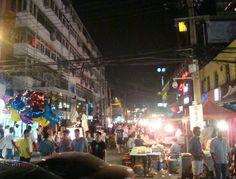 Jio Ba Jie o Bar street con i suoi locali, i suoi venditori ambulanti e il suo caos.