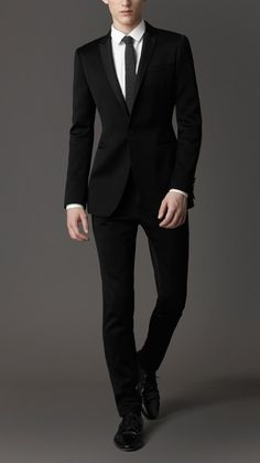 Perfect! Burberry London men's slim fit suit