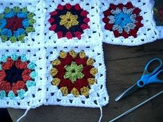 The Royal Sisters: Grandma All Square Tutorial.   **Wonderful website of all things Granny squared!**