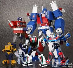 Transformers: Masterpiece MP-21 Bumble (with Spike exosuit), MP-10 Convoy, MP-20 Wheeljack, MP-22 Ultra Magnus (with Spike and Daniel) and MP-19 Smokescreen