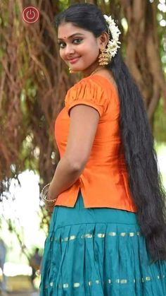 Very nice,btyfl.In this dress u attract not only me. Beautiful Girl Image, Beautiful Long Hair, Beautiful Asian Girls, Beauty Full Girl, Cute Beauty, Beauty Women, Kerala Saree Blouse Designs, Long Indian Hair, South Indian Actress Photo