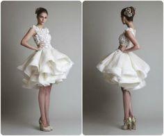 85 vestidos de noiva curtos lindos e modernos que vão te impressionar! Image: 79