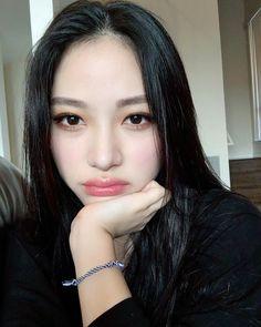 팔 탄거 아니고 그림자야....(현실부정)Why is everyone asking for this makeup tutorial lolol Korean Model, Everyday Makeup, Beauty Makeup, Abs, Make Up, Rock, People, Inspiration, Instagram