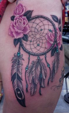 Atrapasueños con Flores Rosas - Tatuajes para Mujeres. Encuentra esta muchas ideas mas de Tattoos. Miles de imágenes y fotos día a día. Seguinos en Facebook.com/TatuajesParaMujeres!