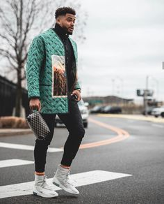 Jamal Adams crosses the street in a graphic Jacket and Fear of God x Nike Sneakers Nba Fashion, Look Fashion, Mode Streetwear, Streetwear Fashion, Men Looks, Black Men Street Fashion, Well Dressed Men, Mode Style, Mens Clothing Styles
