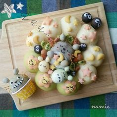 Totoro food art 夢見るトトロ♡ Japanese Bread, Japanese Sweets, Cute Food, Good Food, Kawaii Cooking, Bread Art, Kawaii Bento, Cute Buns, Bento Recipes
