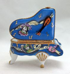NEW FRENCH LIMOGES BOX BEAUTIFUL GRAND PIANO MASQUERADE MASKS MUSICAL INSTRUMENT #LIMOGESHINGEDBOX