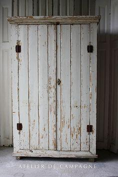 23 DIY Steampunk Bedroom Decor Ideas & Designs, Accessories and Art. - Home Decor Ideas Primitive Furniture, Primitive Antiques, Repurposed Furniture, Shabby Chic Furniture, Painted Furniture, Primitive Homes, Primitive Country, Primitive Decor, Steampunk Bedroom